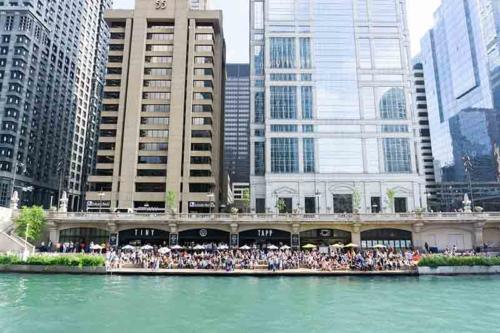 Adeline's Sea Moose Chicago River Tour