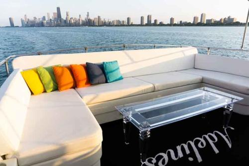 Chicago Private Yacht Rentals  Fly Brdige and Lounge with 360 Viewing